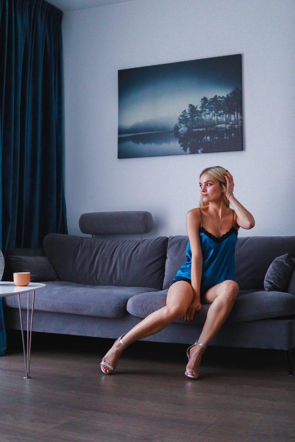pijama scurta albastru turquaz cu dantela neagra (3)