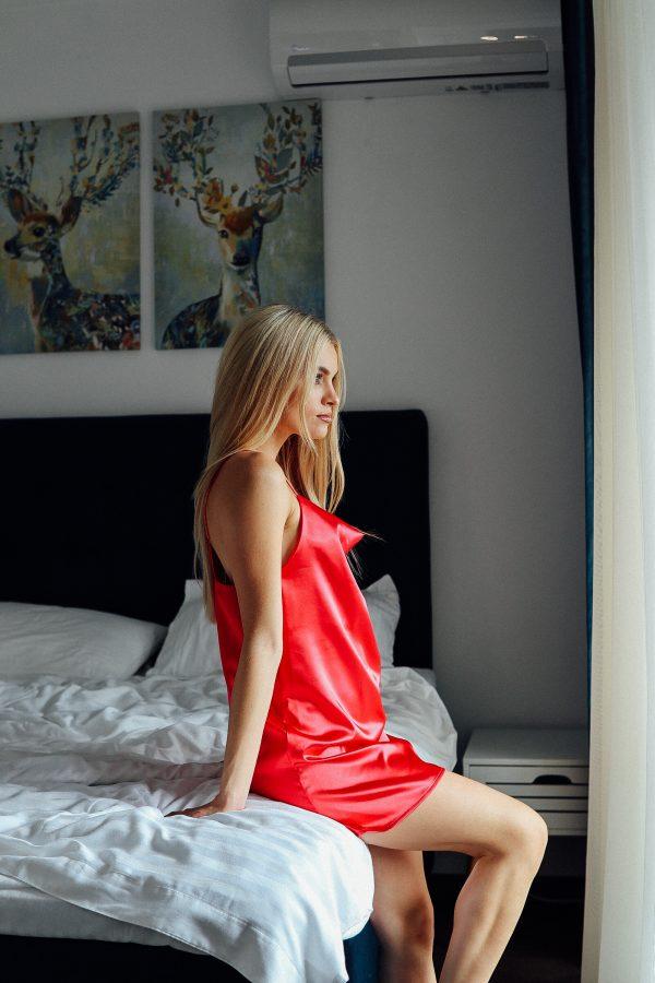 rochie satinata mini rosie