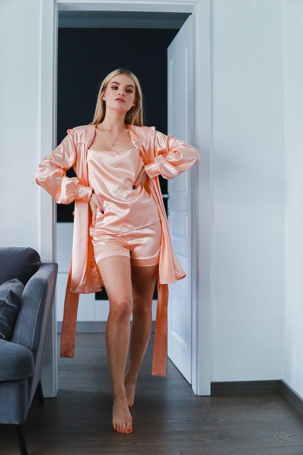 set pijama satin si halat crem